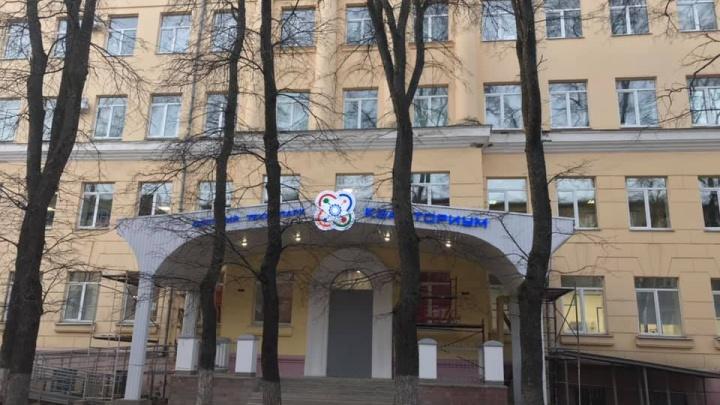 «Это дно»: ярославский архитектор ужаснулся при виде крыльца градостроительного колледжа