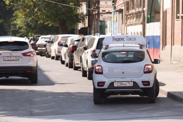 Таксисты «Яндекса» третий день бастуют в Азове