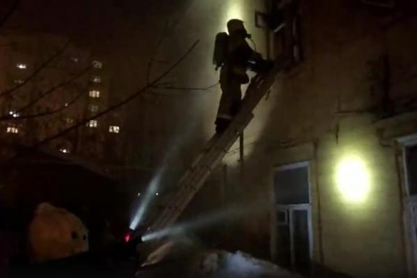Пожарные долго искали очаг возгорания