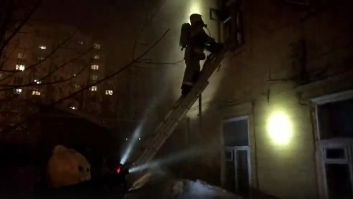 Центр Самары в огне: из-за пожара эвакуировали жителей двухэтажного дома
