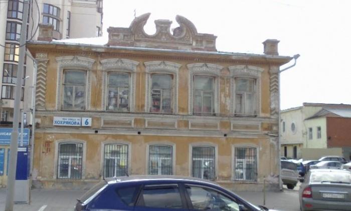 Интересный памятник архитектуры стоит на перекрёстке Ленина и Хохрякова