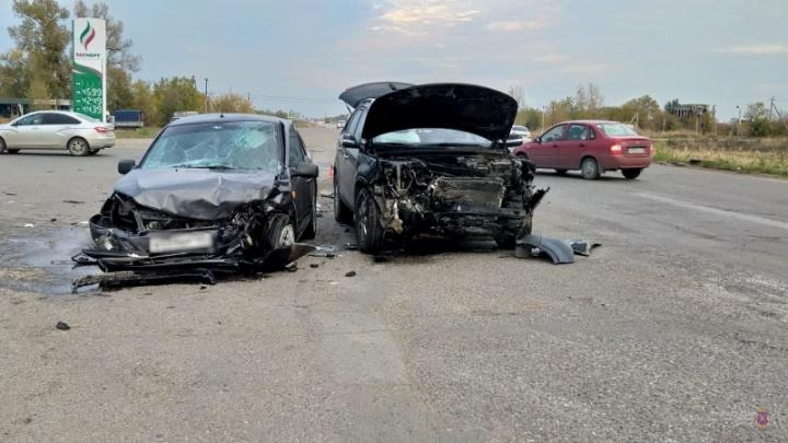 Под Волгоградом в аварии ранены четверо человек