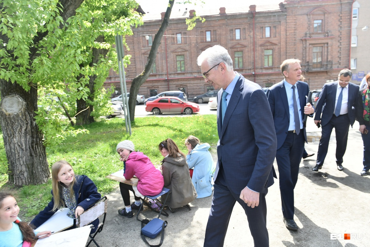 Александр Якоб на объезде попал на пленэр юных художников