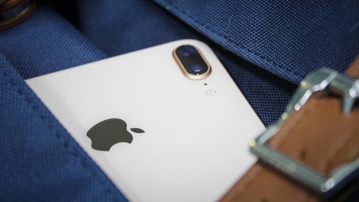 Женщина оставила iPhone в такси. Водитель подарил его родственникам