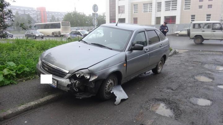 В Нижнем Тагиле десятилетний мальчик решил поехать в школу на родительской машине и устроил аварию