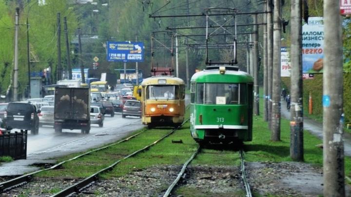 Из-за аварии на рельсах остановили движение трамваев со Вторчермета на Ботаническую