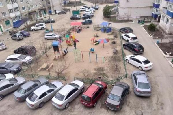 Детскую площадку решили в лучшем случае сдвинуть влево, в худшем сократить