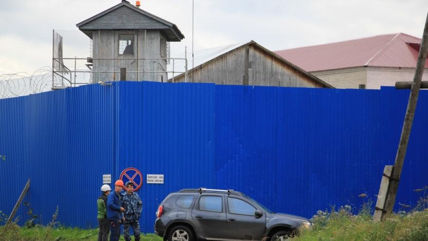 Отнял телефон и требовал взятку: в Коношском районе осудят бывшего сотрудника колонии