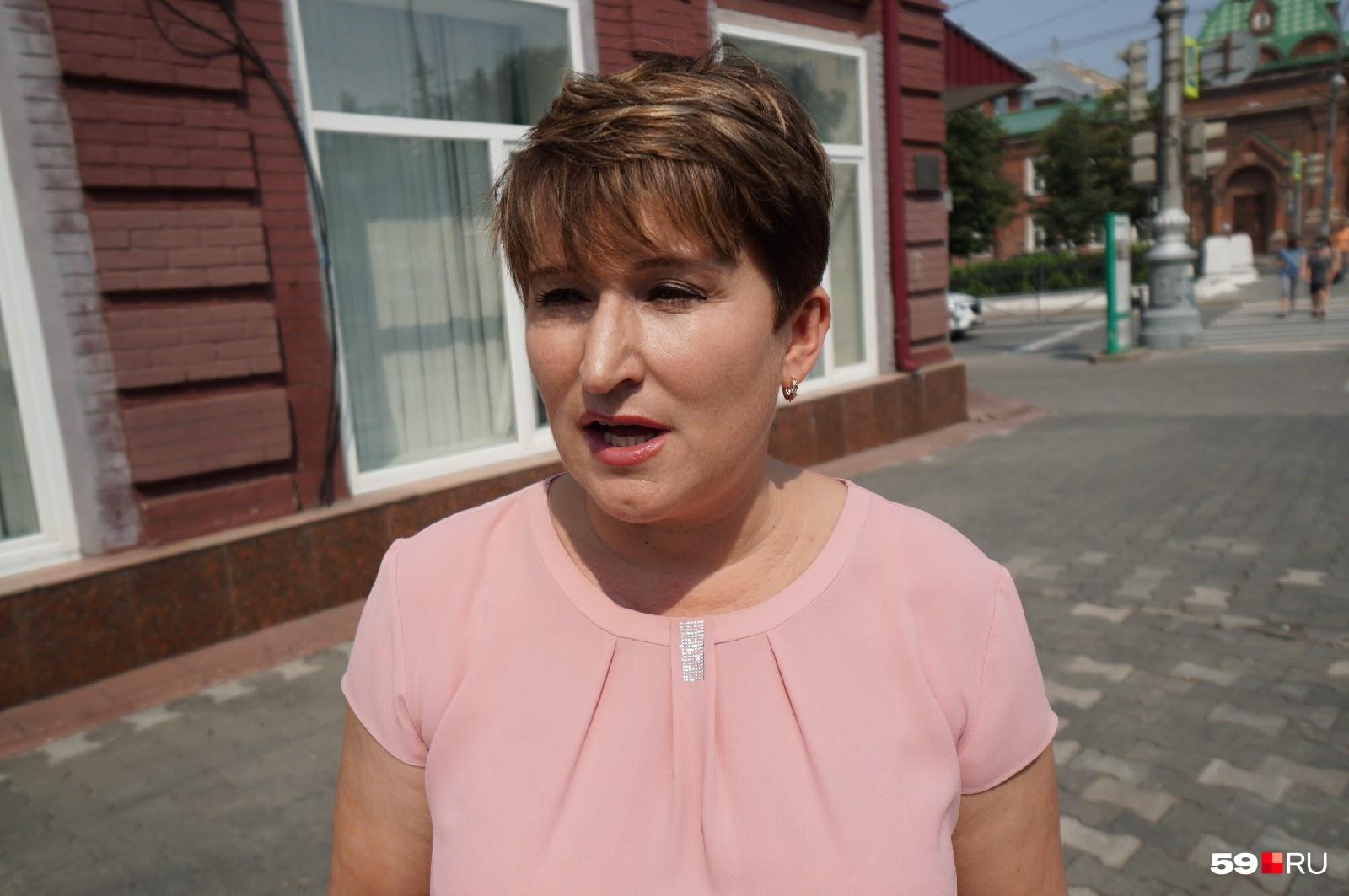 Марина Масленникова заметила, как чиновница пинает бездомного