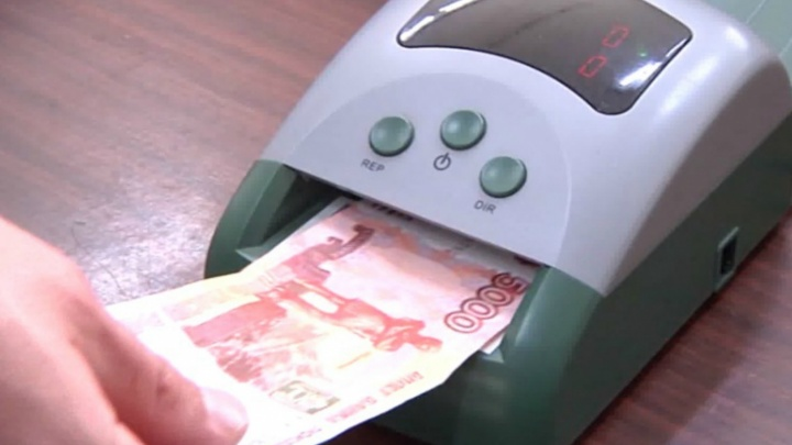 Парень и девушка расплачивались в магазинах Рыбинска поддельными пятитысячными купюрами