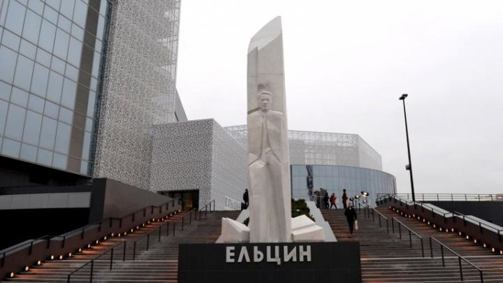 Геннадий Зюганов разместил в своем Twitter призыв снести «гадюшник Ельцин-центра»