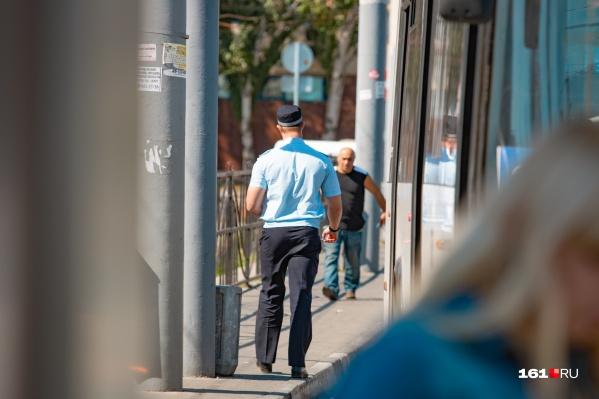 Полицейского избили на проспекте Космонавтов