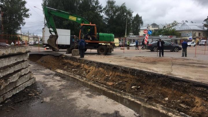 «Нам нужно время»: коммунальщики ответили, как долго будут вести раскопки на Октябрьской площади