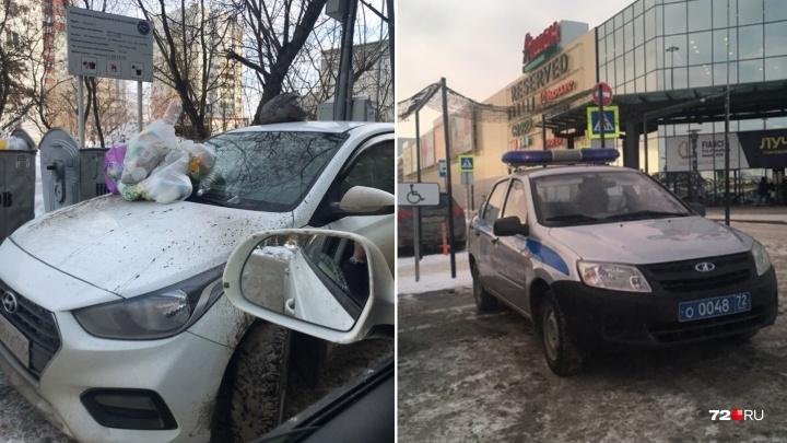 «Я паркуюсь, как...»: заваленная мусором машина тюменского автохама и «инвалиды» с мигалкой