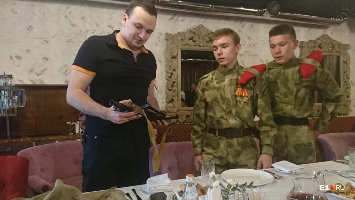 Депутат Ионин объяснил, почему стрелял в Камышлове, и подарил автоматюнармейцам