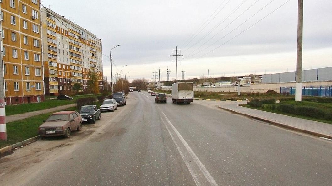 Местные жители сетуют, что завод не строит парковку для своих фур