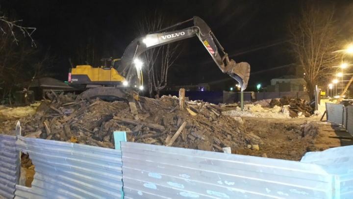 День сноса домов: на Декабристов разрушили часть старинной усадьбы