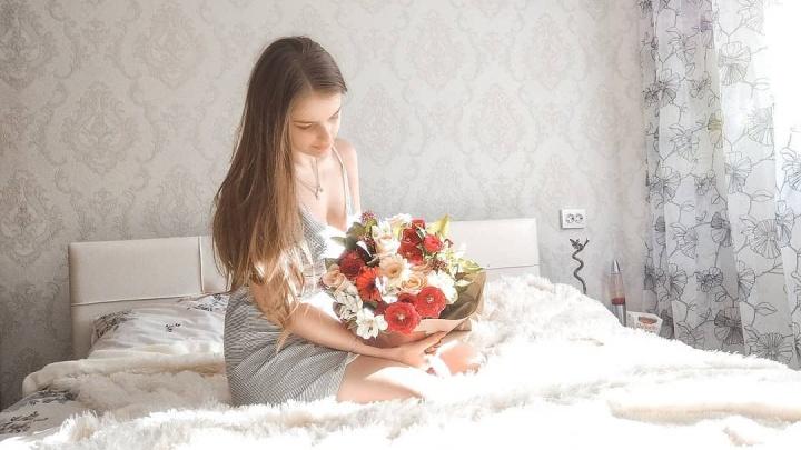 Розы, герберы и океан тюльпанов: смотрим, какими букетами хвастаются челябинские девушки 8 Марта