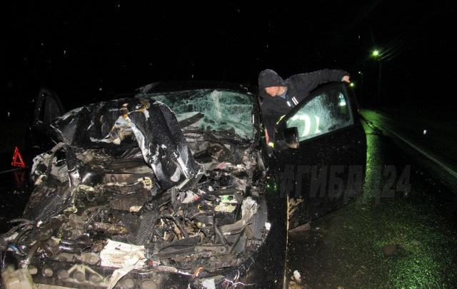 Пьяный водитель за рулем «Форда» въехал в цистерну на трассе. Погибли двое детей