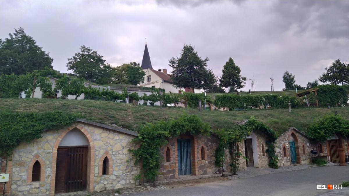 В деревне множество вот таких погребов