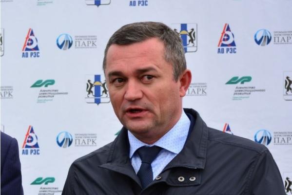 По данным СКР, на момент возбуждения дела Ильичев находился за границей