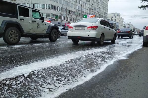 Дорожники показали новую технологию мытья улиц на Вокзальной магистрали
