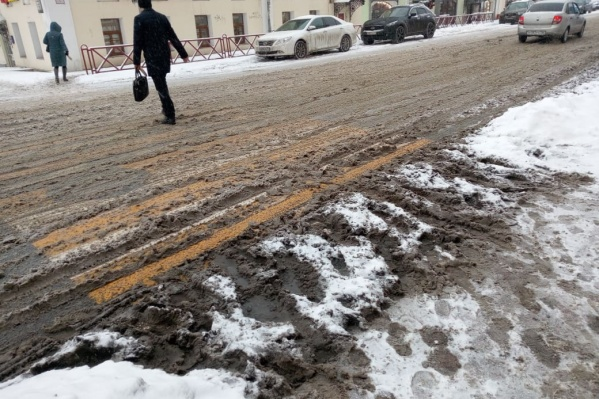 Дороги Ярославля сегодня утопают в снежной каше