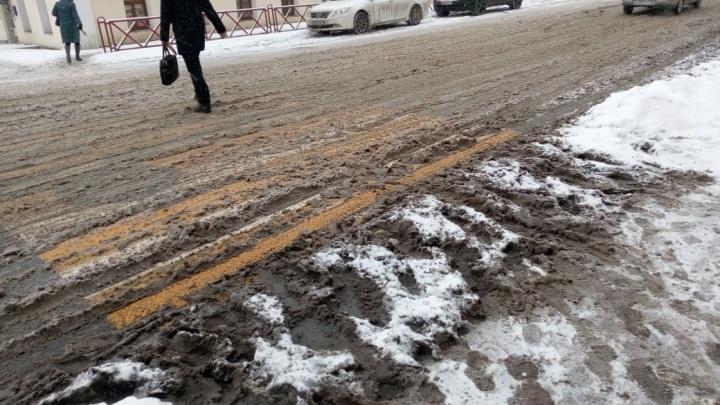 Власти рассказали, куда жаловаться ярославцам на нечищеные дороги