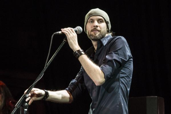 Новый лидер рок-группы «Коридор»Дмитрий Костяшов в качестве солиста на большую сцену вышел в первый раз