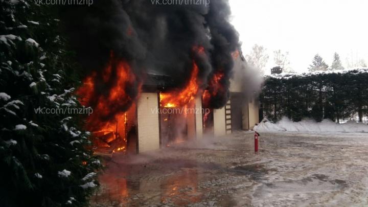 В Октябрьском сгорел автомобильAudi Q7