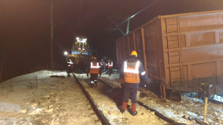 Под Екатеринбургом, где на перегоне сошел с рельсов вагон с углем, восстановили движение поездов