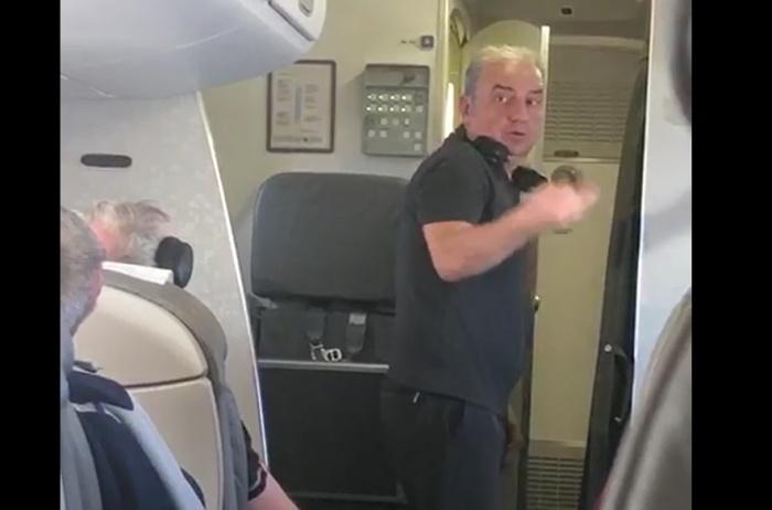 Шахрин в самолёте из Новосибирска