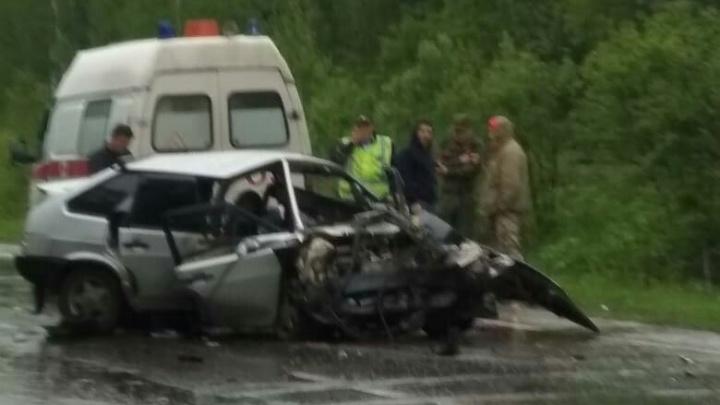 В машине лежала бутылка водки: под Новосибирском лоб в лоб столкнулись LADA иSubaru