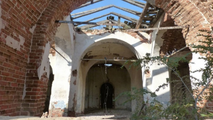 «Спихивают проблемы на нищие сёла»: под Волгоградом церковь-памятник «повесили» на местную власть