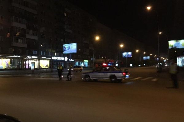 Наряд ДПС перекрыл Вокзальную магистраль