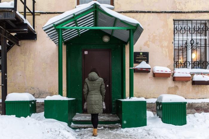Подозреваемый в изнасиловании был задержан в кабинете судебного пристава по Калининскому району