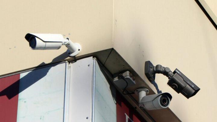 Житель Омской области решил судиться с соседом из-за его камер видеонаблюдения