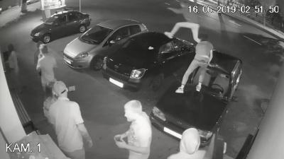 В Самаре «скакун» под кайфом устроил забег по крышам машин