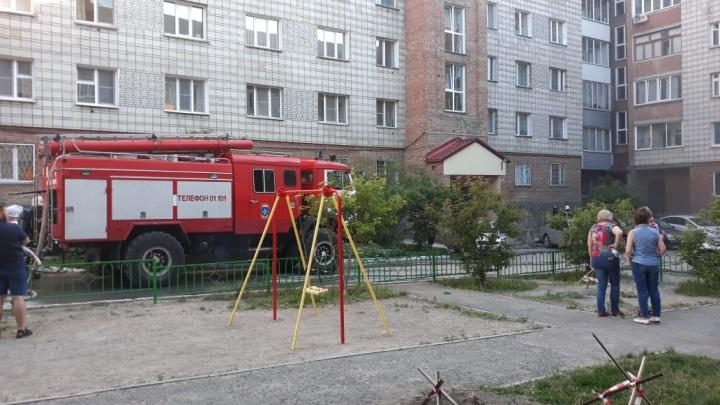 Два подъезда в доме на Вертковской остались без электричества из-за пожара в подвале