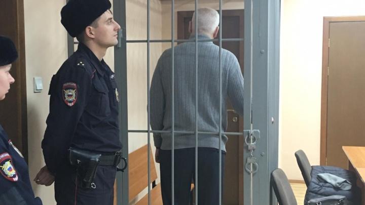 Главного следователя Заельцовского района взяли под стражу по делу о взятке в 500000рублей — кадры из зала суда