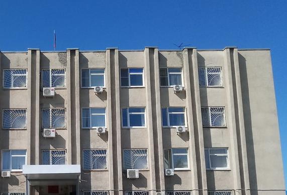 Жительница Дзержинска ворвалась в суд и ударила пристава в пах