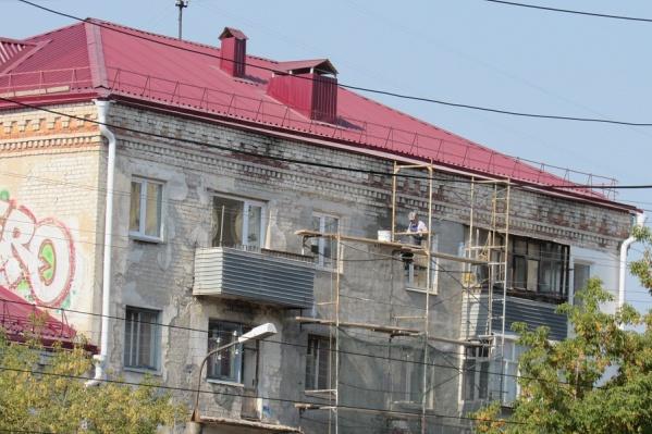 Чаще всего собственники жилья просят отремонтировать крыши и фасады домов