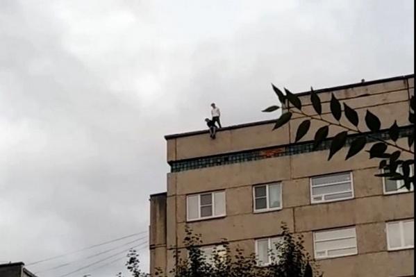 Дети на крыше 9-этажки