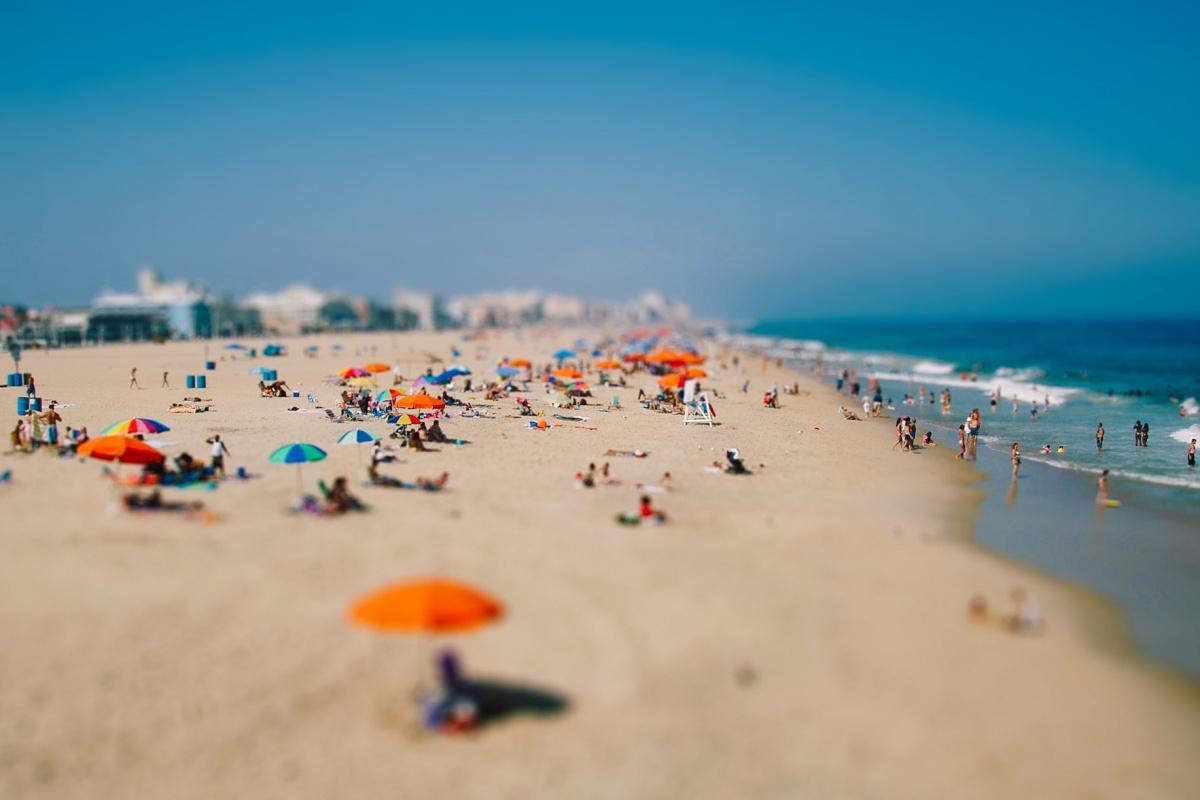 Понежиться на морском берегу в бархатный сезон — бесценно
