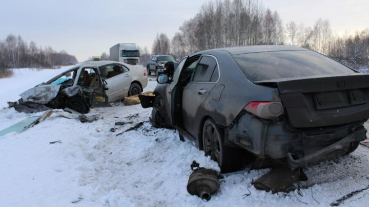 Двое детей погибли в столкновении трёх авто на трассе