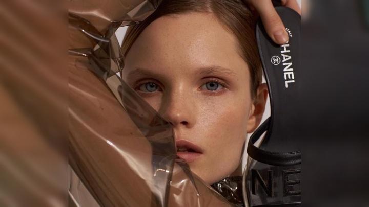 Модель из Красноярска попала на страницы журнала Vogue