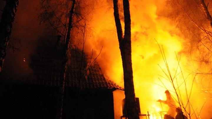 В сгоревшей квартире обнаружили тела двух новосибирцев