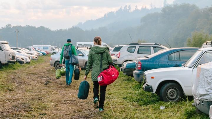 Можно платить картой: стала известна стоимость парковки на Грушинском фестивале