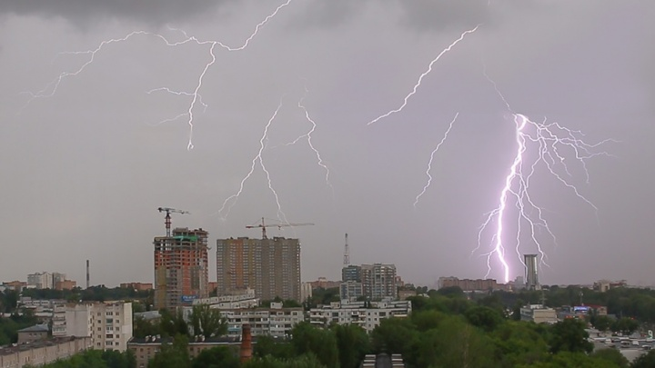 Гроза и ветер: в Самарской области опять объявили штормовое предупреждение