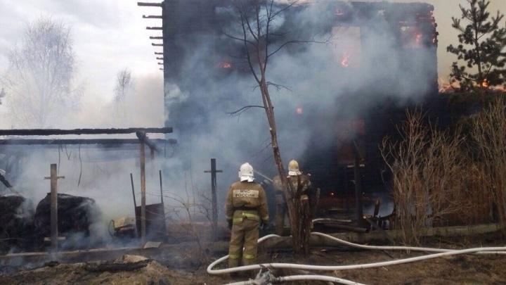 НаКарла Маркса утром загорелся частный дом. Находящийся внутри мужчина погиб